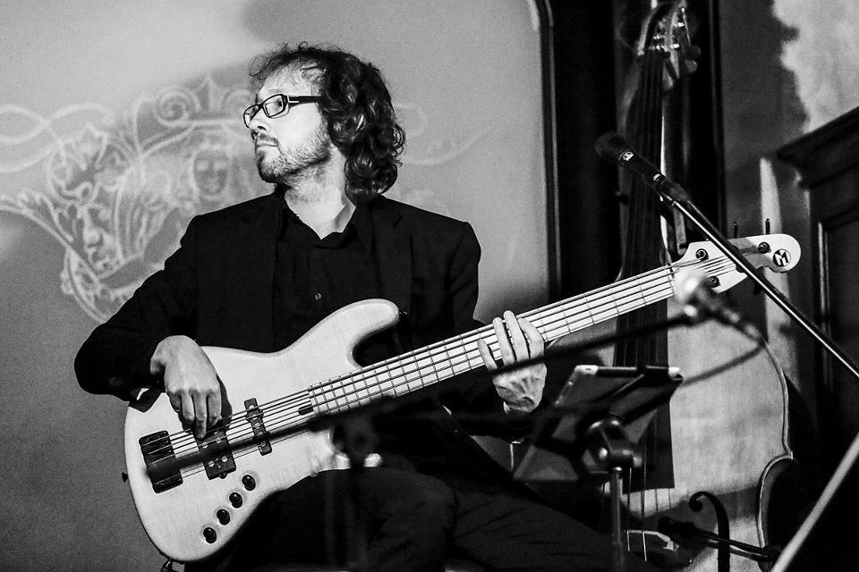Stefan Müller - Bass