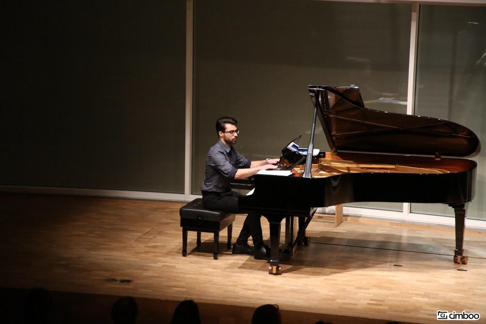 Enis Ülker Klavier